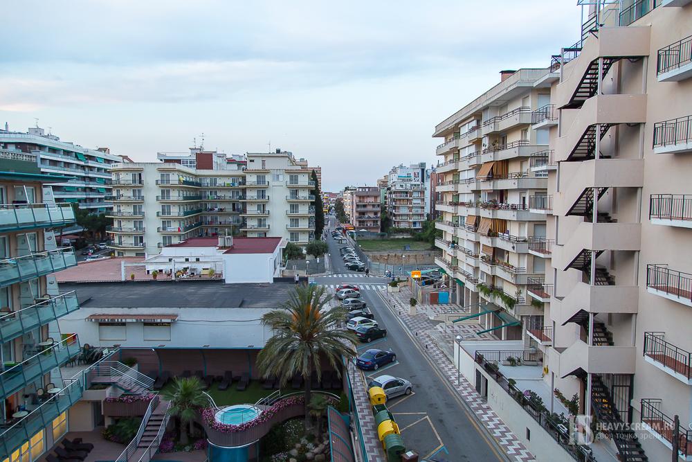 """Вид из номера. Отель """"Кактус"""", Калелья, Испания"""