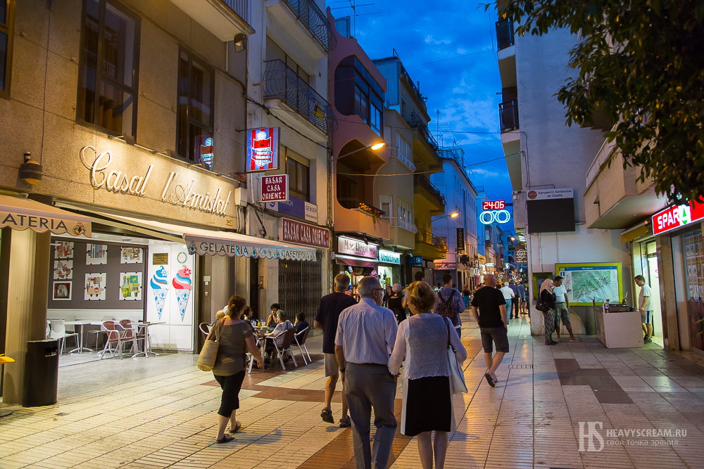 Ночная Калеллья (Calella, Spain).
