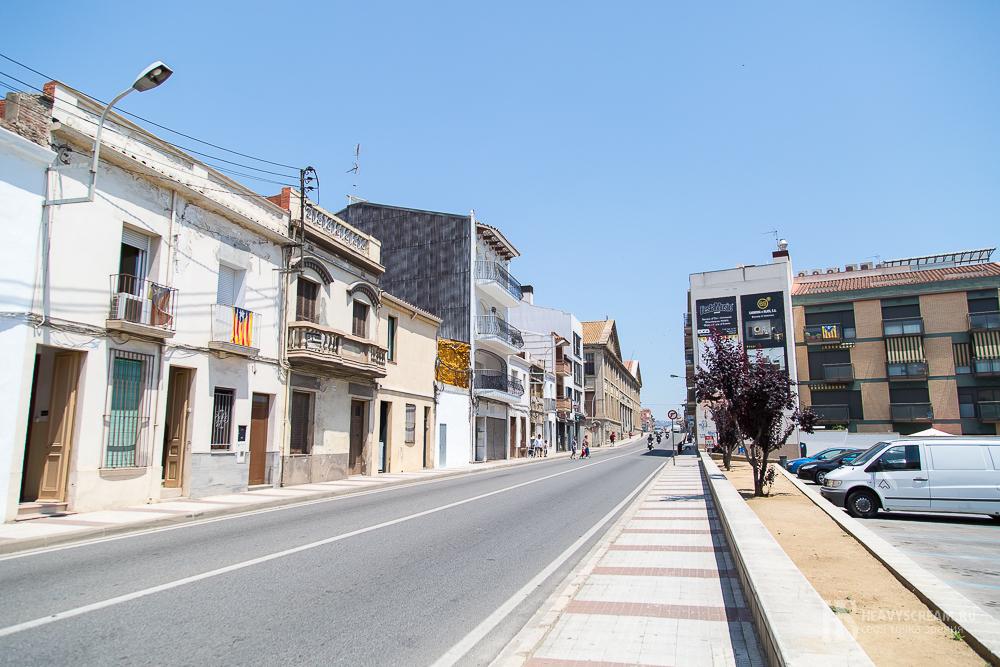Калеллья (Calella, Spain). Центральная дорога.