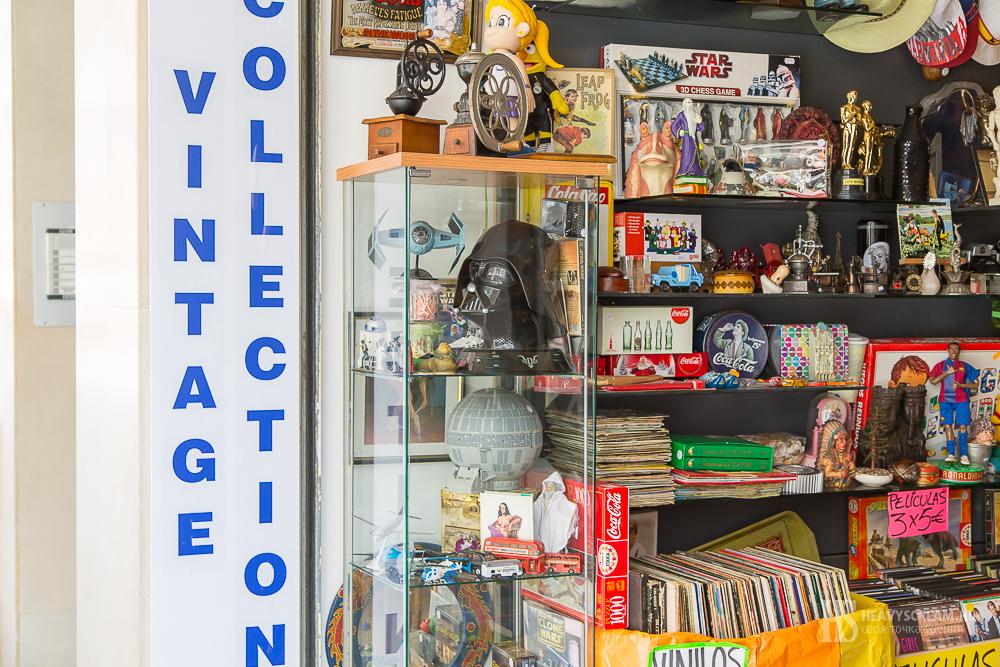 Калеллья (Calella, Spain). Магазин с винтажными предметами.