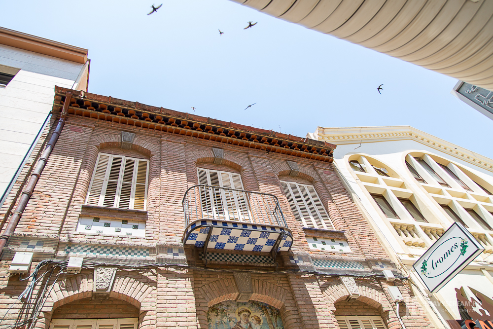 Калеллья (Calella, Spain). Дом с ласточками.