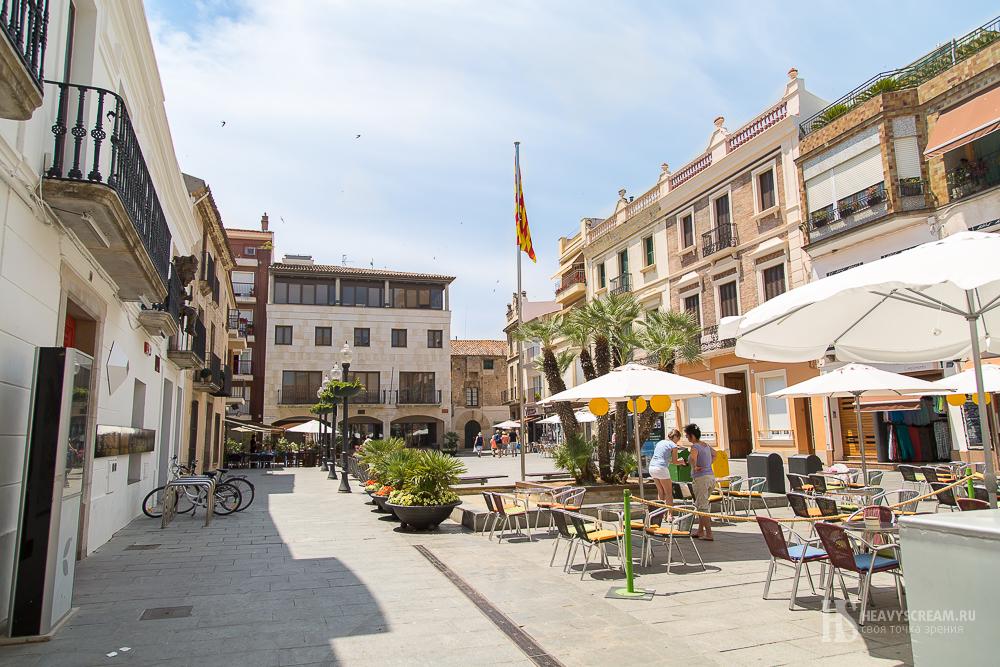 Калеллья (Calella, Spain). Площадь.