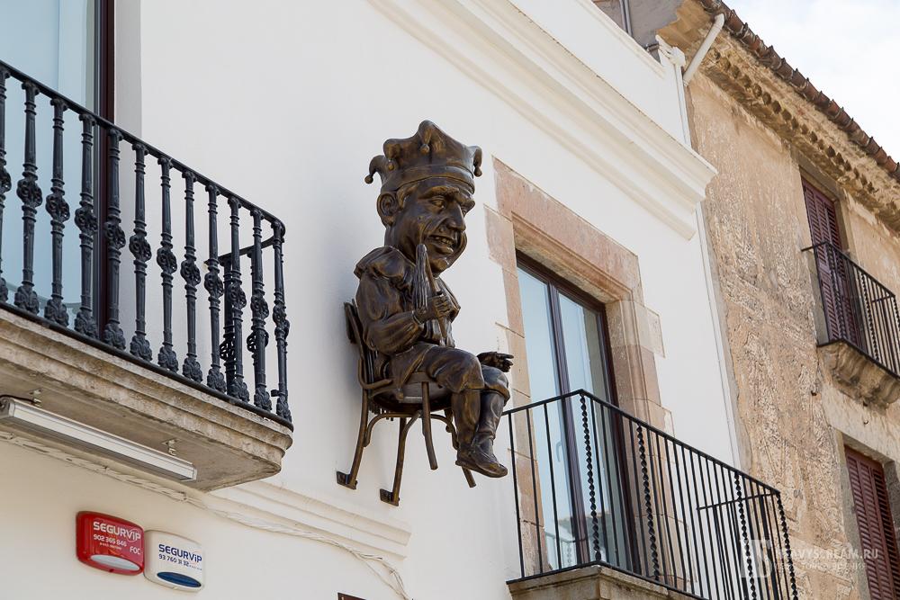 Калеллья (Calella, Spain). Шут.