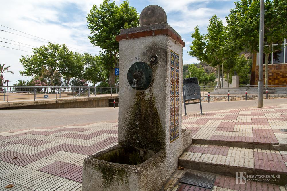 Калеллья (Calella, Spain). Питьевые фонтанчики.