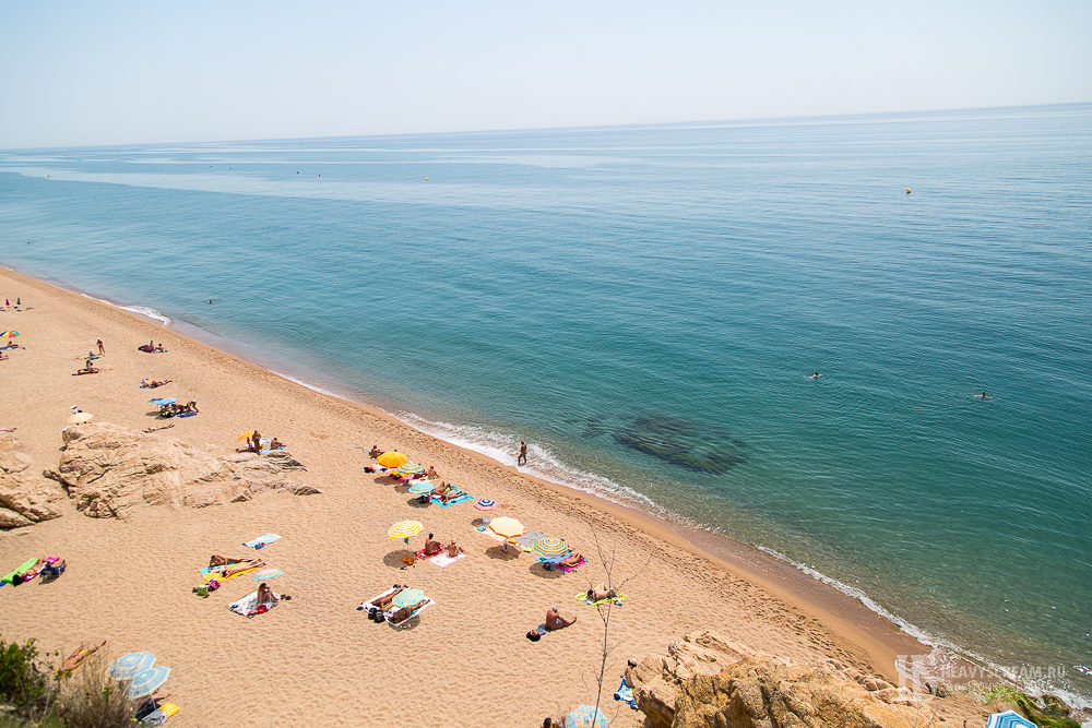 Калеллья (Calella, Spain). Пляж.